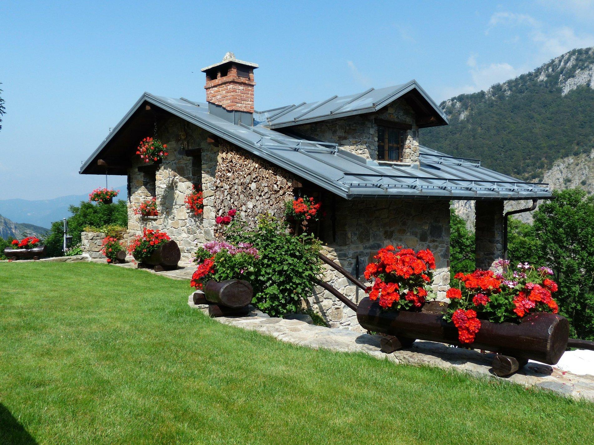 holiday-house-177401_1920.jpg