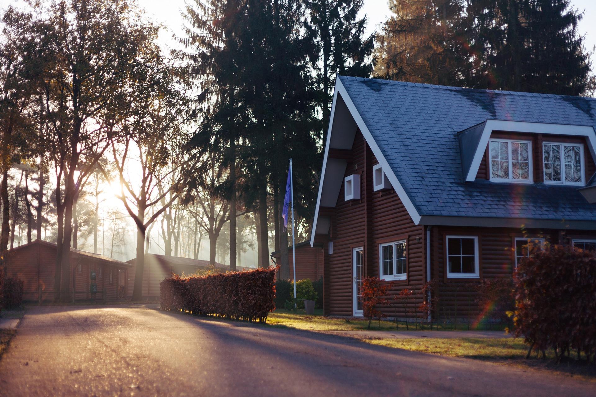 houses-1150022_1920.jpg
